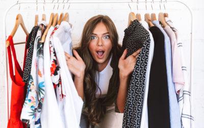 Les femmes et les vêtements.